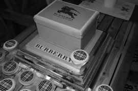 Burberry Shoebox Cake & Pattern Cupcakes